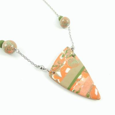 Jolissime collier corail triangulaire 1 1